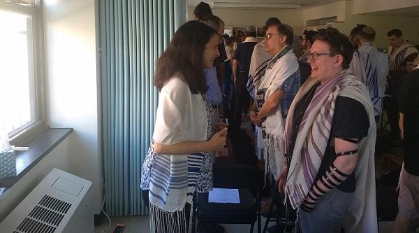 """Sarah Hurwitz, left, a former speechwriter for first lady Michelle Obama, does a """"gazing exercise"""" with RRC student Lily Solochek at Romemu Yeshiva, July 16, 2019."""