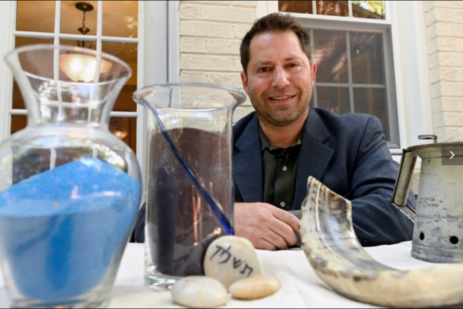 """Rabbi Doug Heifetz will celebrate the Tashlich by creating a """"temporal sand art"""" at the Beit Tikvah synagogue"""